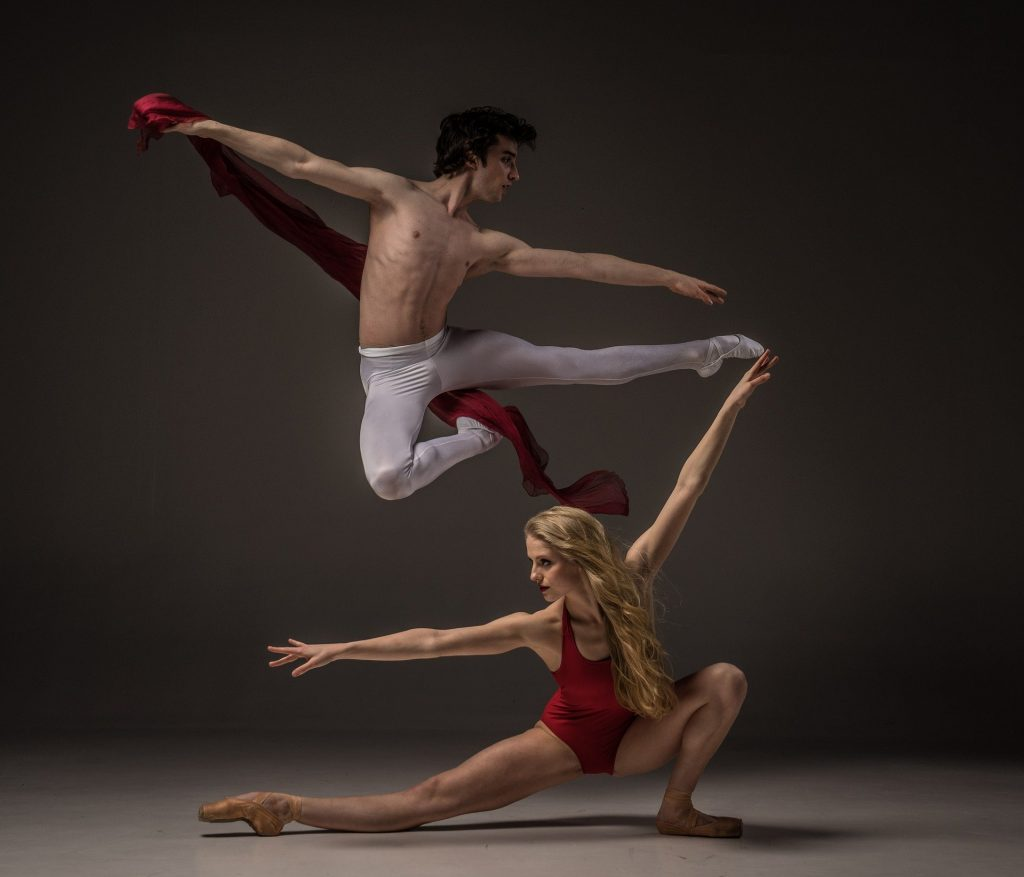 modern ballet male and female dancers